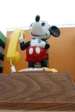 巨大なミッキー像