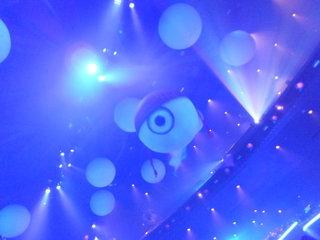 Blue Manのショーの前にふわふわ飛んでた何か