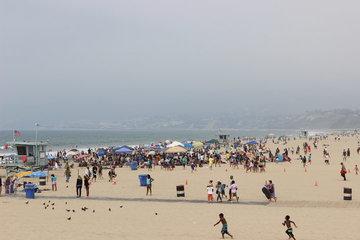 ビーチには人がいっぱい