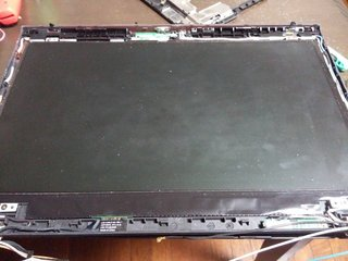 LCDユニットのフレーム部分外した