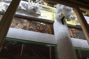 修復中の陽明門