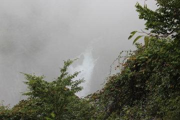 華厳の滝、上からは何も見えず