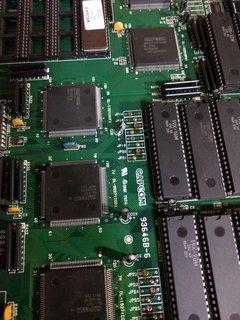 電池と繋がってるコンデンサ群1