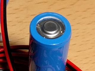 電池の蓋が外れかけているような・・・