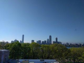 対岸からボストンを見る