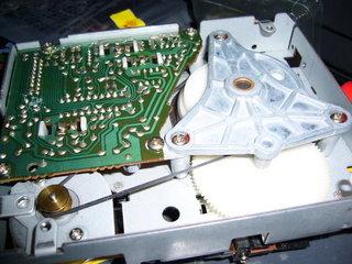 角ベルトをディスクシステムのドライブに装着したところ