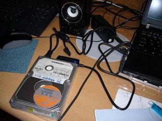HDDをむき出しで使うためのアレ
