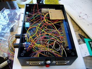 ロータリースイッチと各種コネクタを配線したところ