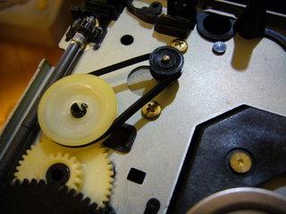 トレイの駆動で使われているゴムベルト