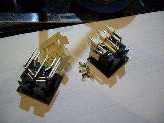 DIN8ピンコネクタを分解