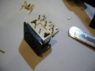 DIN8ピンコネクタに金具だけ移植