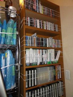 DVD棚の地震対策