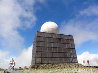 山頂のレーダー