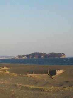 辻堂のあたりから江ノ島を臨む