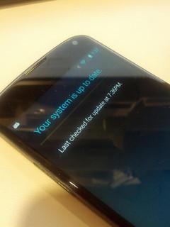 Nexus 4、アップデートできず