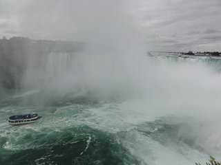 カナダ滝と霧の乙女号